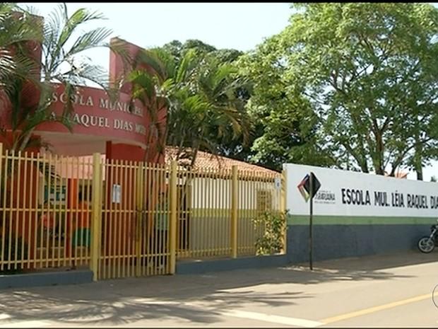 Escola de onde o menino fugiu na quinta-feira (17) (Foto: Reprodução/TV Anhanguera)