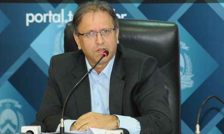 """Governador do TO anuncia jornada de seis horas e a demissão de 2 mil servidores: """" crescer"""""""