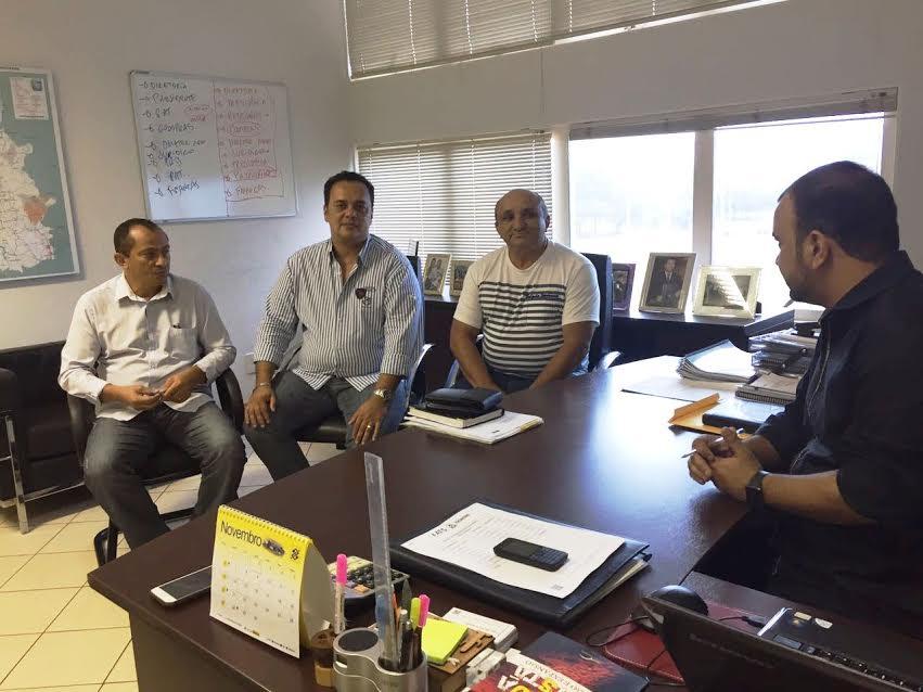 : Raimundo Nonato, prefeito eleito de Lagoa do Tocantins em reunião com equipe da ATS