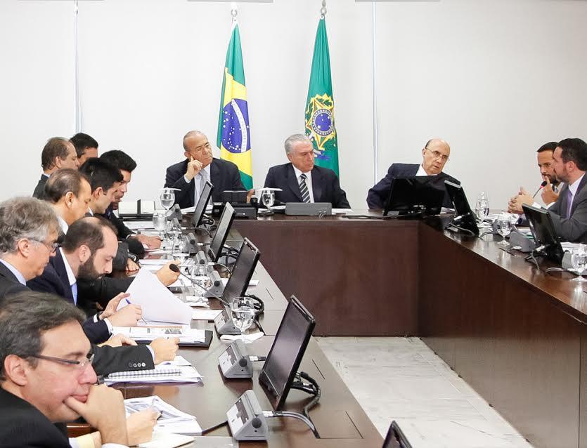 """""""Esse é um primeiro passo fundamental para acabar com o cemitério de obras no Brasil. A população não pode pagar a conta pela irresponsabilidade ou pela má gestão dos recursos públicos"""", afirmou Ataídes Oliveira"""