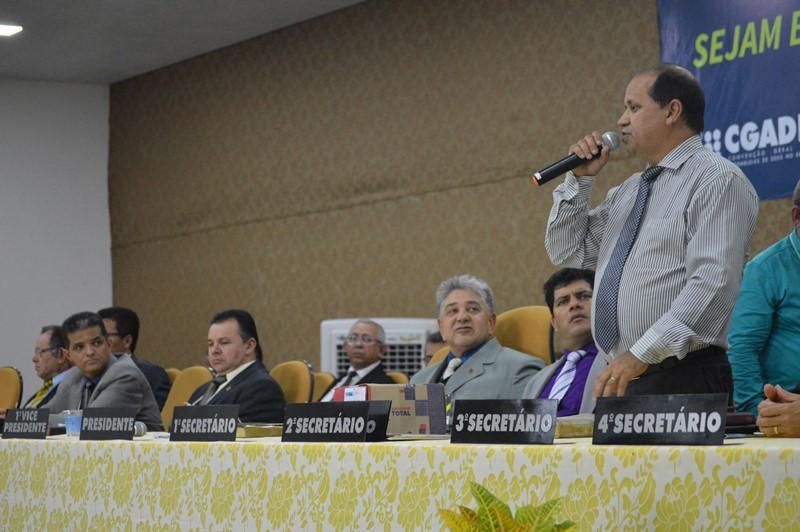 Pastor Eli Borges ministrando nesta sexta-feira, 16, durante AGO da Ciadseta em Augustinópolis -TO