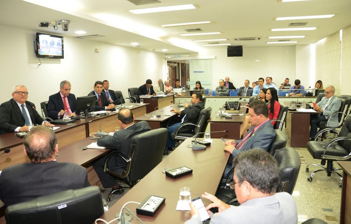 Deputados querem formar uma comissão para acompanhar as ações de governo Foto: Isis Oliveira
