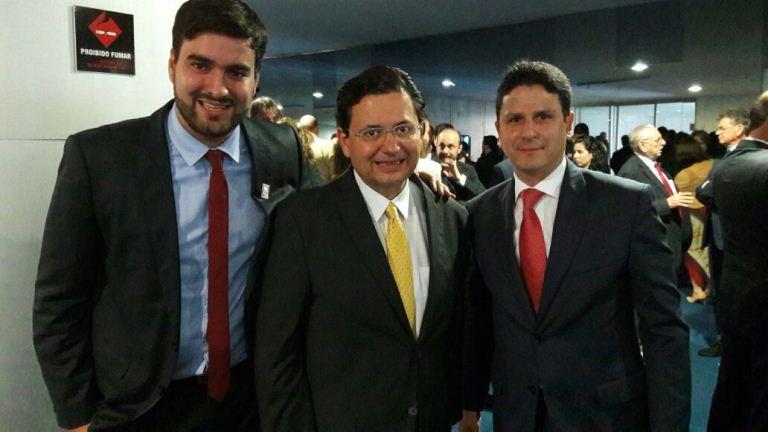 Felipe Rocha, Antônio Campos (irmão do ex-governador Eduardo Campos), e o ministro das Cidades Bruno Araújo