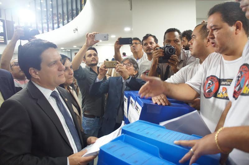 PEDIDO DE IMPEACHMEANT DE MARCELO MIRANDA É PROTOCOLADO NA ASSEMBLEIA
