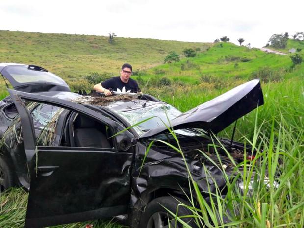 Pastor conta que carro capotou mais de dez vezes enquanto viajava para fazer culto no interior do Acre (Foto: Arquivo pessoal)