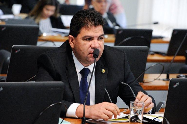 O senador Cidinho Santos (PR-MT) preside a comissão mista que trata da prorrogação das concessões de rádio e TV