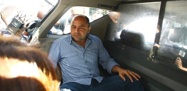 O vereador De Paula é levado o IML para fazer exame de corpo delito após ser preso