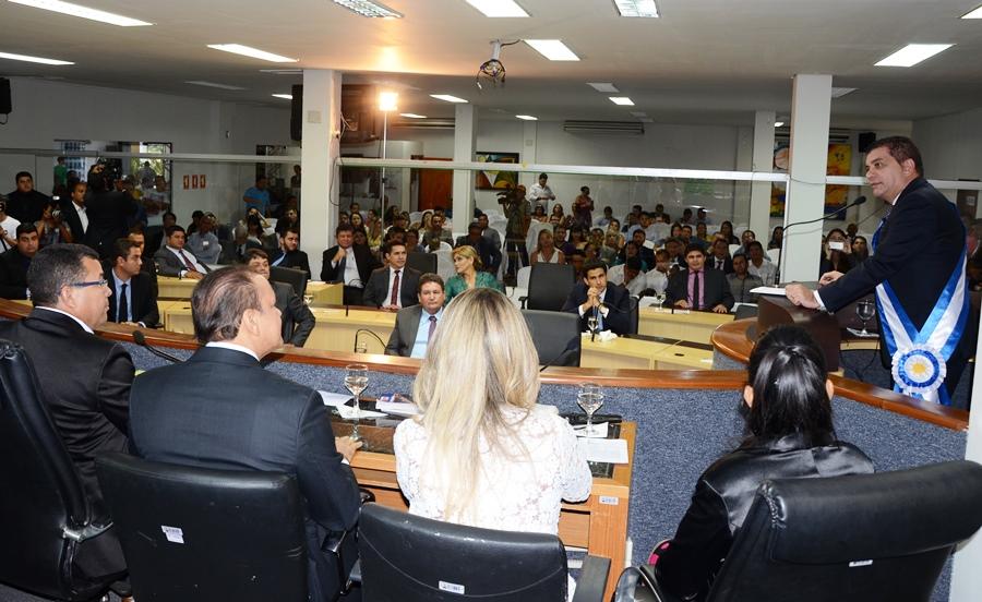 Prefeito Carlos Amastha foi empossado para o segundo mandato neste domingo.