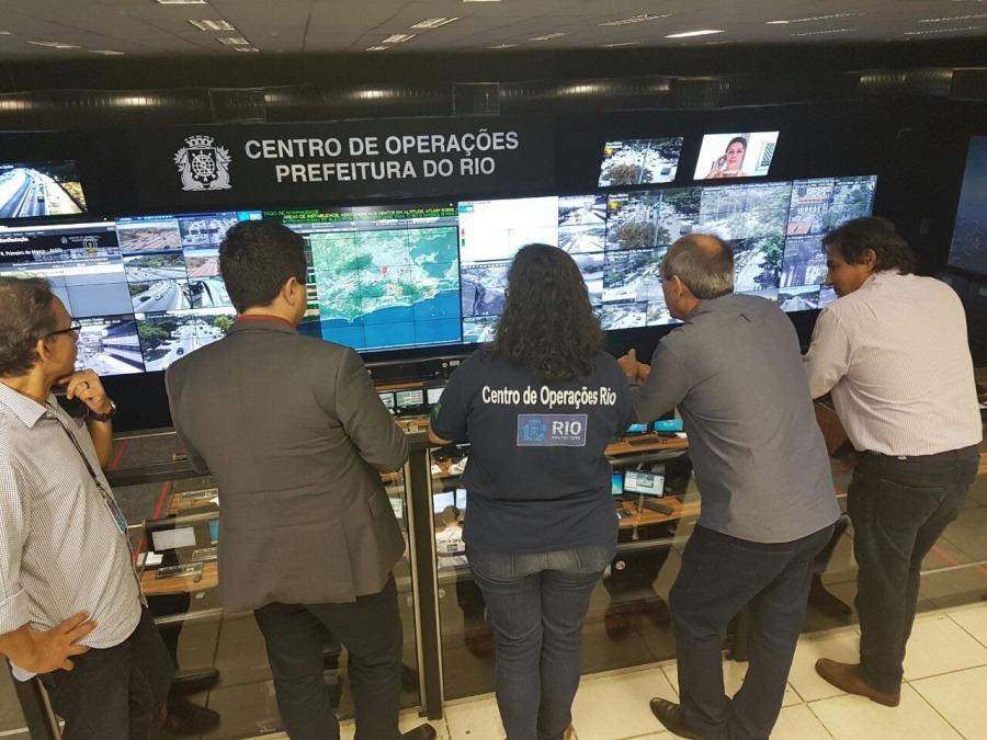 O prefeito ficou impressionado com toda a estrutura do Centro de Operações e que pode ser referência para a cidade