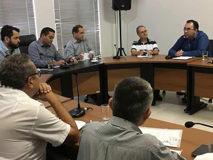 Vicentinho Alves participa de reunião para tratar da BR-010