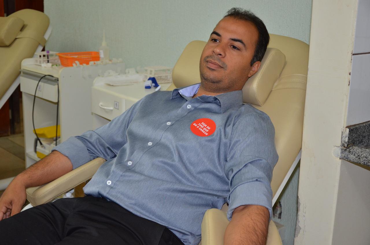 Vereador Filipe Martins doa sangue