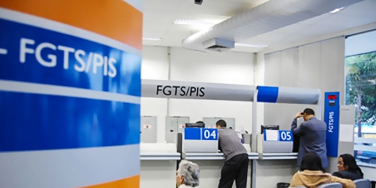 Agências da Caixa abrem para saque da conta inativa do FGTS
