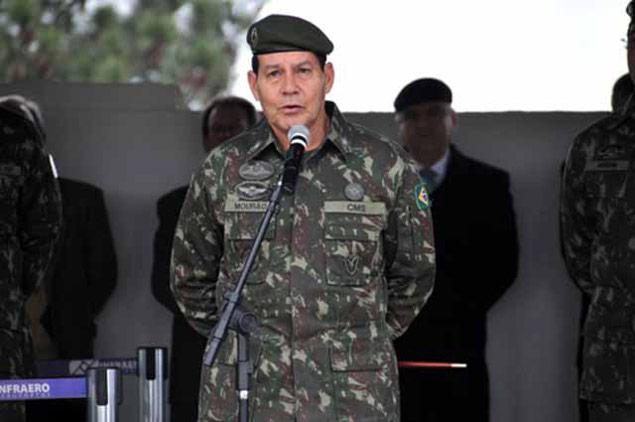 Em evento da maçonaria, general do Exército sugere intervenção militar