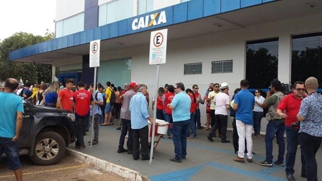 Manifestantes protestam contra a reforma trabalhista em Palmas